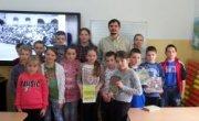 Zdjęcie z grupą uczniów